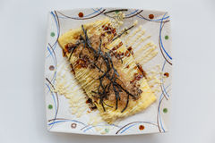 Japończyka Omlette polewa z kumberlandem, Mayonaise, Katsuobushi suszył, fermentujący i dymiący skipjack gałęzatka, i tuńczyk Obrazy Stock