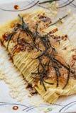 Japończyka Omlette polewa z kumberlandem, Mayonaise, Katsuobushi suszył, fermentujący i dymiący skipjack gałęzatka, i tuńczyk Fotografia Royalty Free