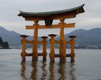 Japończyka Torii brama w morzu Zdjęcia Royalty Free
