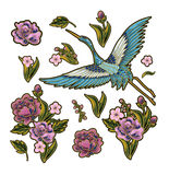 Japońscy błękitni żurawie z różowymi kwiatów elementami Projekt dla broderii Zdjęcie Royalty Free