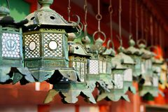 Japońscy Buddyjskiej świątyni lampiony Obrazy Royalty Free