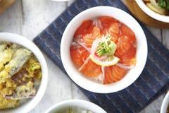 Japońscy surowi łososiowi ryż Zdjęcie Royalty Free