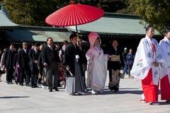 Japońska ślubna ceremonia przy świątynią Obraz Royalty Free
