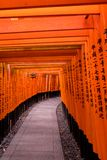 Japońska Świątynna lampa i bramy zdjęcie royalty free