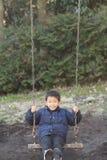 Japońska chłopiec na huśtawce zdjęcia stock