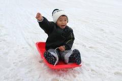 Japońska chłopiec na saniu Zdjęcie Royalty Free