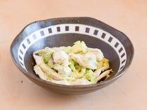 Japońska kuchni, avocado i kurczaka piersi mięsa sałatka, Obraz Stock
