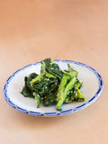 Japońska kuchnia, dekatyzujący zielony warzywo z sezamowym kumberlandem Obrazy Stock