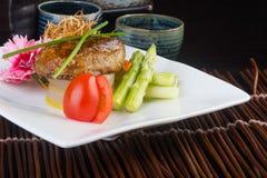 Japońska kuchnia wołowina sześcian na tle Obraz Stock