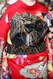 Japońska młoda kobieta jest ubranym tradycyjnego kimono Zdjęcia Royalty Free