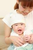Japońska mama i jej dziecko Zdjęcia Royalty Free