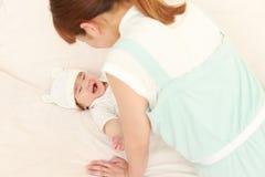 Japońska mama i jej dziecko Zdjęcia Stock