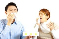Japońska para cierpi od alergicznego rhinitis  Zdjęcie Stock