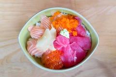 Japoński Świeży łosoś i tuńczyk na drewnianym tle Obraz Royalty Free