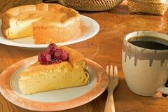 Japoński bawełniany cheesecake z malinowym kumberlandem Obrazy Royalty Free
