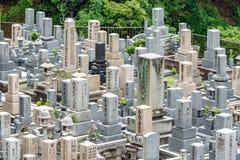 Japoński cmentarz z wiele grób naśladuje miasto budynki obraz royalty free
