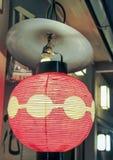 Japoński czerwieni i koloru żółtego lampion zdjęcie stock