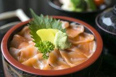 Japoński jedzenie - Łososiowy ikura wykładowcy łosoś i ikura z Rice zdjęcia stock