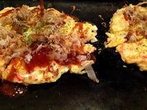 Japoński karmowy okonomiyaki, Japońska pizza Zdjęcie Stock