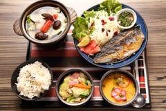 Japoński taca posiłek z smażącą rybią polewką w azjatykcim restau i ryż Obrazy Royalty Free