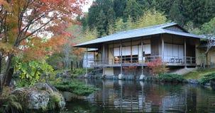 Japoński tradycyjny ogród przy parkiem w jesieni w Shizuoka Japonia zbiory
