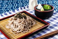 Japoński zimny kluski lub zaru soba zdjęcia stock