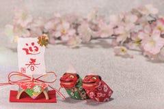 Japońskie nowy rok karty z czerwonymi handwriting ideogramami Geishun fotografia royalty free