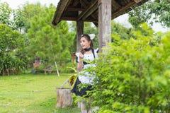 Japońskiego stylu gosposi śliczna dziewczyna Obraz Royalty Free