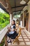 Japońskiego stylu gosposi śliczna dziewczyna Fotografia Royalty Free
