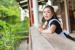 Japońskiego stylu gosposi śliczna dziewczyna Obrazy Stock