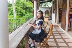 Japońskiego stylu gosposi cosplay śliczna dziewczyna Zdjęcia Stock