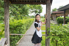 Japońskiego stylu gosposi cosplay śliczna dziewczyna Zdjęcia Royalty Free