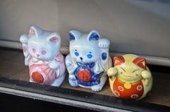 Japońskiej pieniądze kiciuni ceramiczne lale obrazy stock