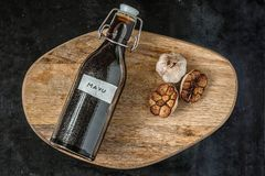 Japończyk Burnt czosnku olej, Czarny czosnku olej, Mayu dla klusek, odgórny widok Obrazy Royalty Free
