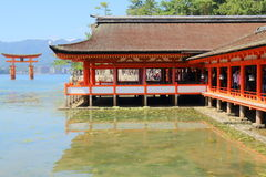 Japão: Santuário xintoísmo de Itsukushima Foto de Stock Royalty Free
