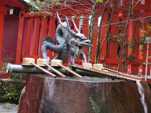 Japońska fontanna z kaczorem Zdjęcia Royalty Free