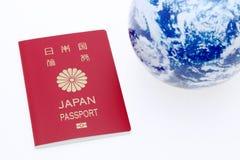 Japońska paszporta i ziemi kula ziemska Zdjęcie Royalty Free