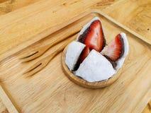 Japoński cukierki, truskawkowy daifuku Fotografia Stock