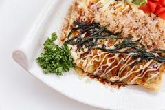 Japoński Omelette z Okonomiyaki kumberlandem Zdjęcie Royalty Free