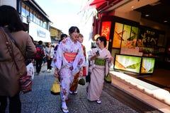 Japońskie dziewczyny w kimono sukni Fotografia Stock