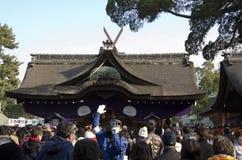 Japonés en la capilla magnífica de Sumiyoshi-Taisya Imagen de archivo libre de regalías