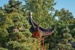 /Japonés tejado ocultado jardín chino del templo foto de archivo libre de regalías