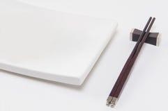 Japon talerz z karmowymi chopsticks Obrazy Stock