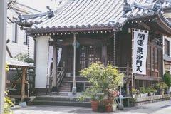 Japonia świątynia drewnianą architekturą jako Azja kultura na Tokio Kwiecień 2, 2017 Fotografia Royalty Free