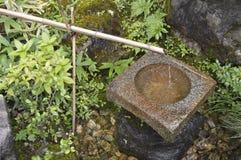Japonia fontanna w Kinkaku-ji obraz royalty free