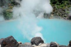 Japonia gorąca wiosna, Denny piekło, błękitne wody Zdjęcia Royalty Free