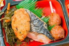 Japonia Karmowy ustawiający Saba piec na grillu obrazy stock