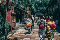 Japonia kimona dziewczyny zdjęcia royalty free