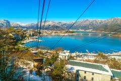 JAPONIA, LUTY - 2, 2016: kawaguchiko jezioro od kachi ropeway Obrazy Stock