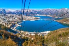 JAPONIA, LUTY - 2, 2016: kawaguchiko jezioro od kachi ropeway Zdjęcia Stock